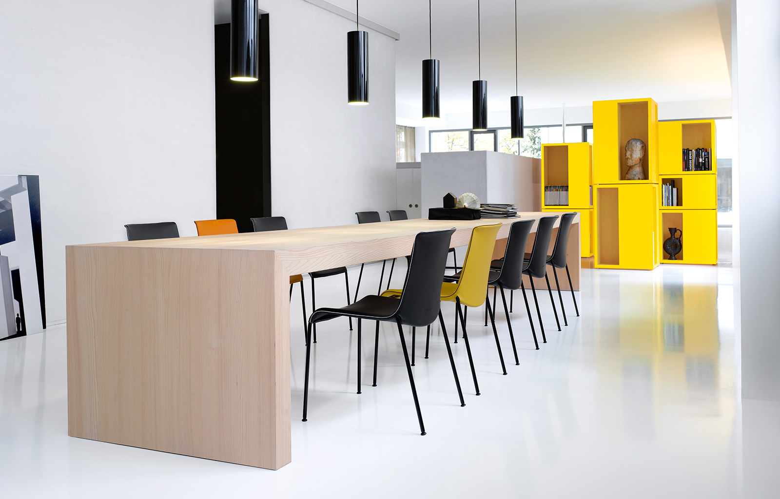WALTER KNOLL<br>a brand of the modern age